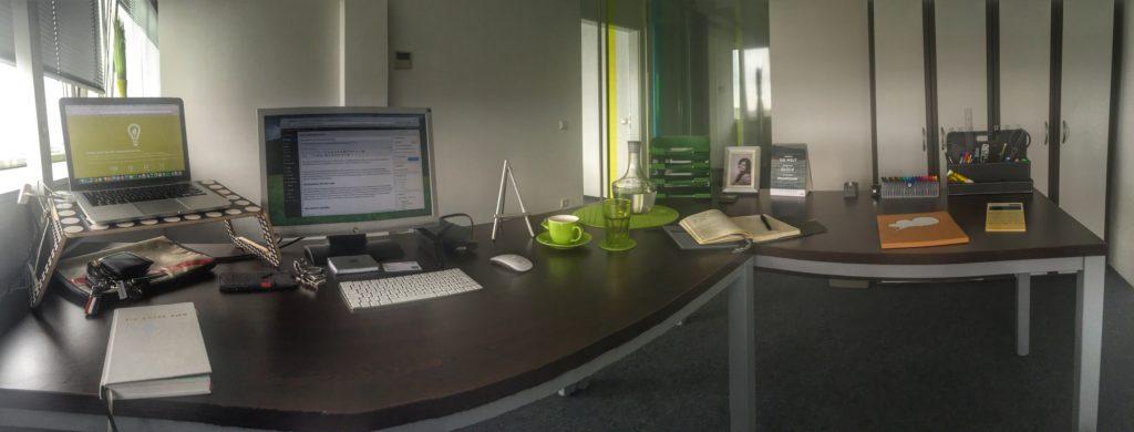 mein (derzeit noch) recht karg eingerichtetes Büro